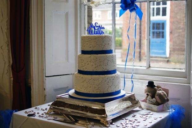 royal-blue-flower-stamp-3-tier-wedding-cake (8)