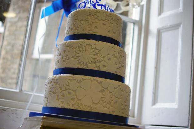 royal-blue-flower-stamp-3-tier-wedding-cake (9)