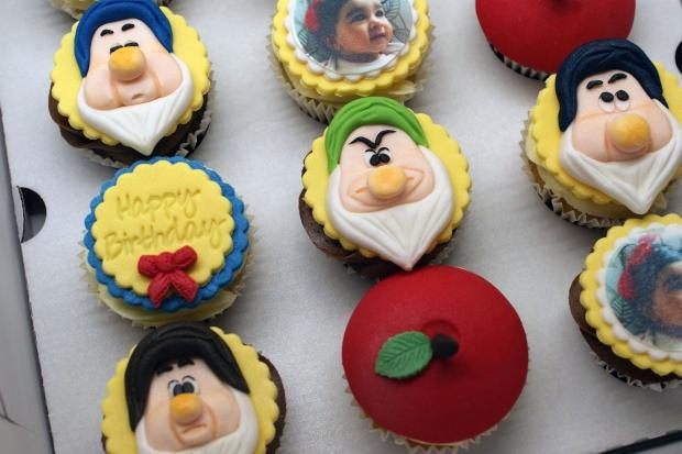 snowwhite-themed-disney-cupcakes (2)