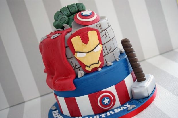 2-tier-marvel-avengers-cake (3)