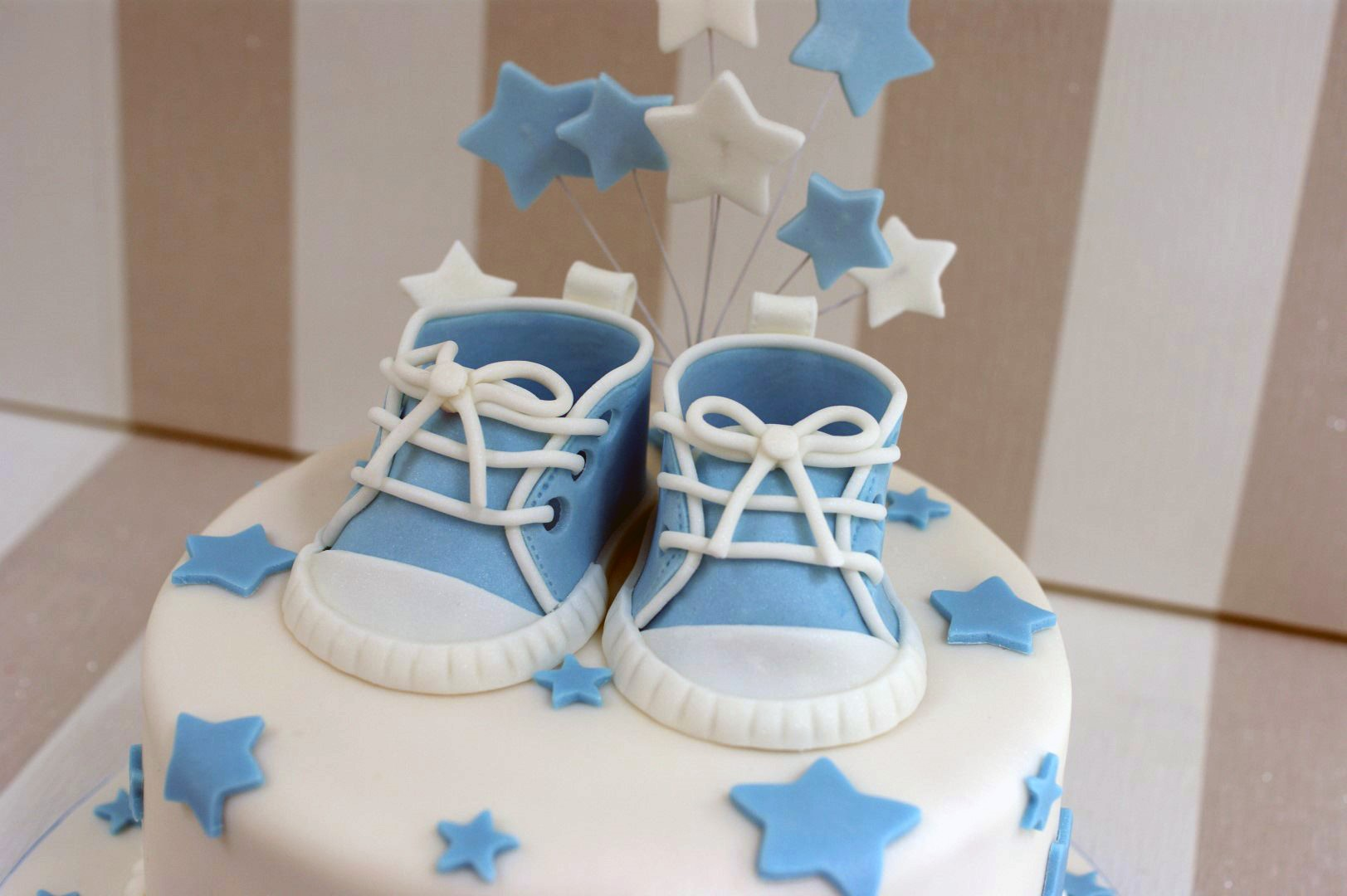 Boys Baby Shower Cake With Cupcakes ...