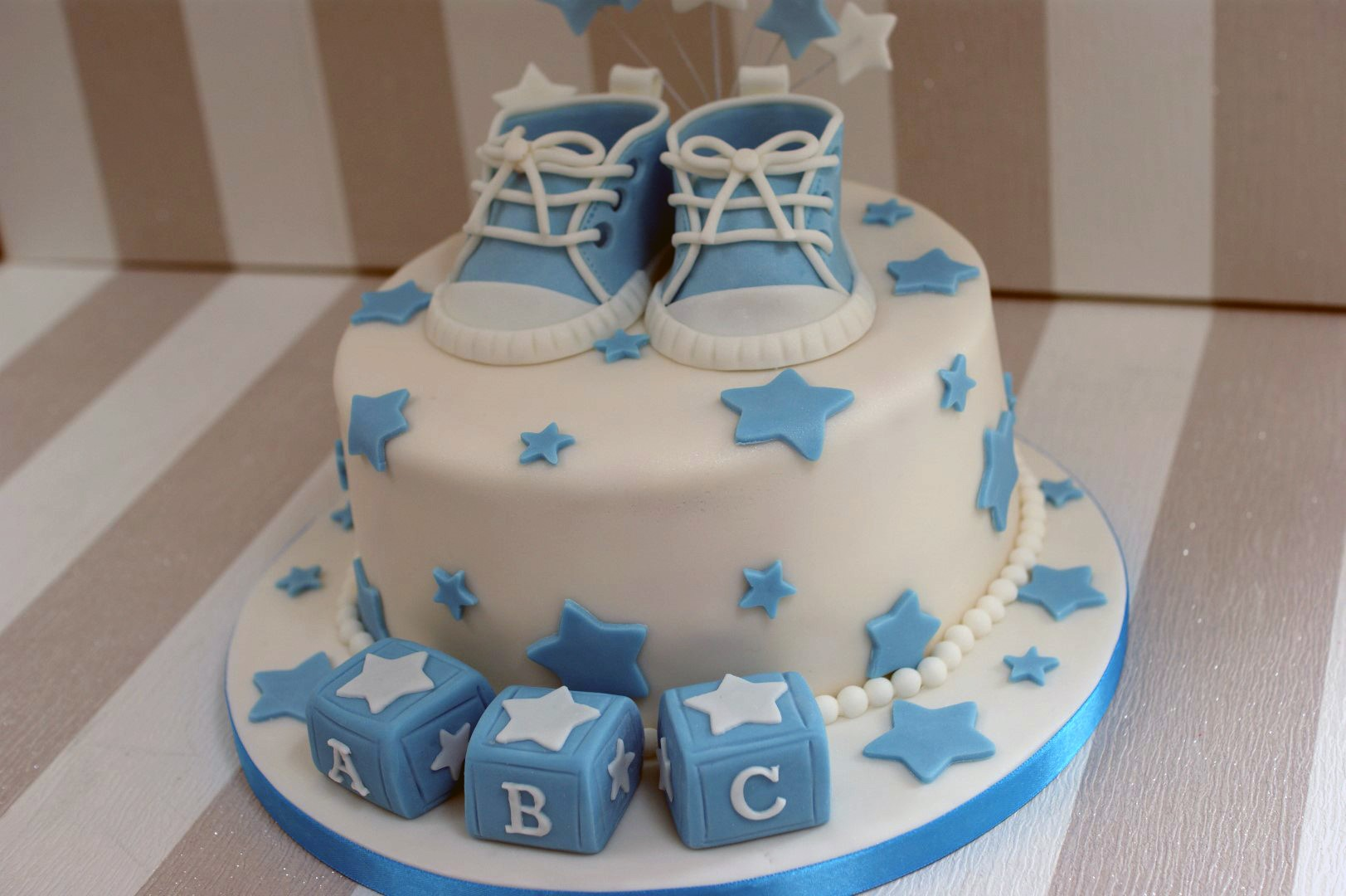 Boy s Baby Shower cake with cupcakes - Bakealous