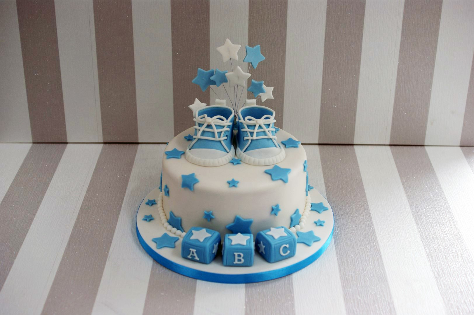 Baby Shower Cake Images Boy : Boy s Baby Shower cake with cupcakes - Bakealous