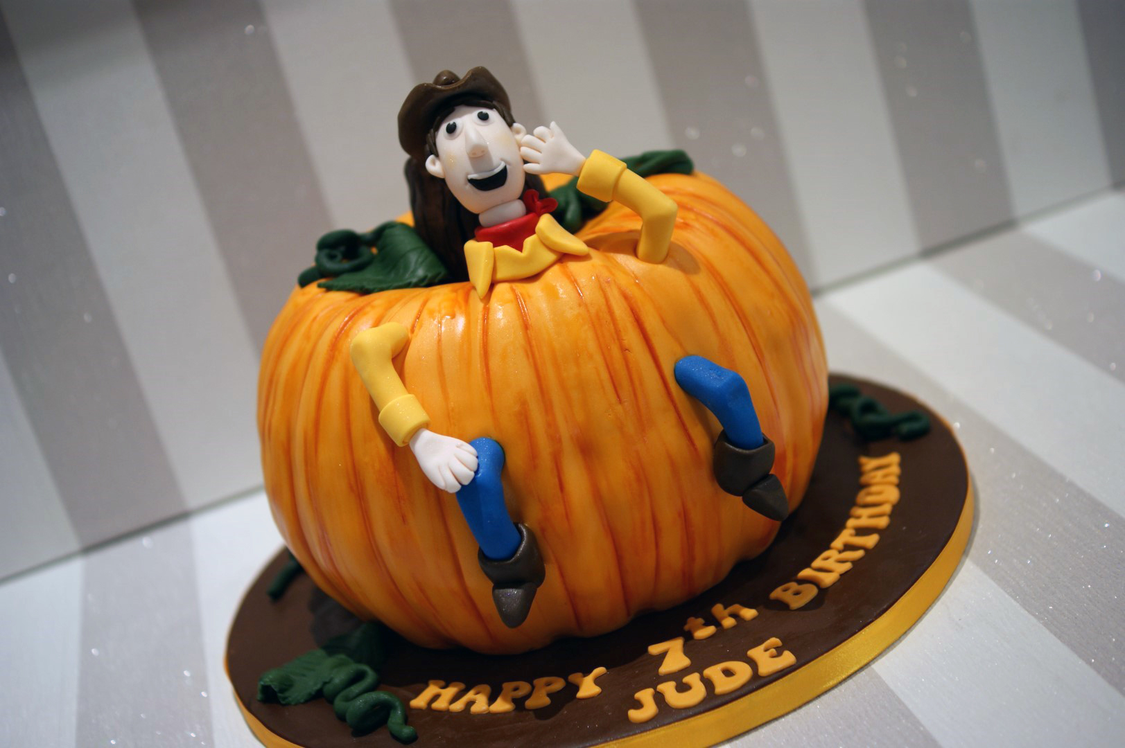 Fabulous Woody Pumpkin Birthday Cake 2 Bakealous Personalised Birthday Cards Beptaeletsinfo