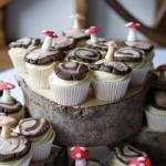 woodland-theme-wedding-cake-tree-stump-with-cupcakes (6)