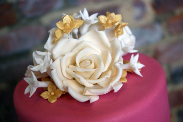 3-tier-pink-and-gold-lace-wedding-cake (9)