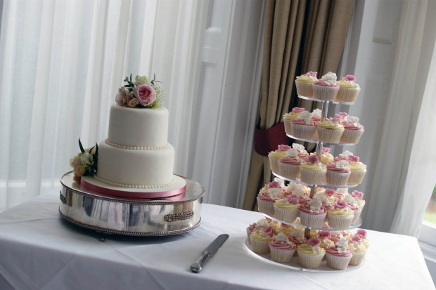3-tier-wedding-cake-and-cupcake-tower (1)
