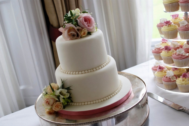 3-tier-wedding-cake-and-cupcake-tower (10)