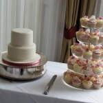 3-tier-wedding-cake-and-cupcake-tower (2)