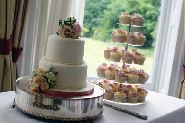 3-tier-wedding-cake-and-cupcake-tower (8)
