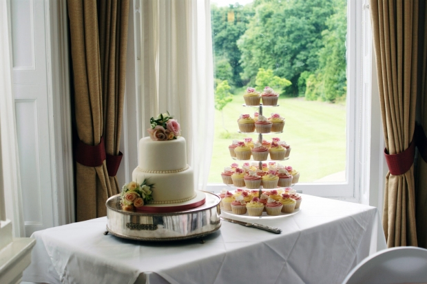 3-tier-wedding-cake-and-cupcake-tower (9)