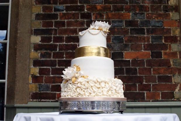 4-tier-gold-wedding-cake (1)
