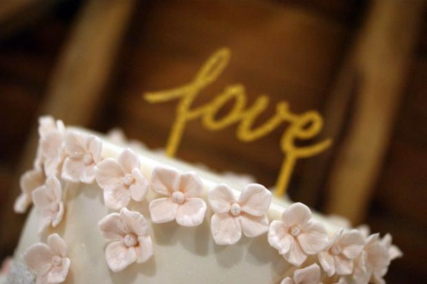 graduation-hydrangea-wedding-cake-8-medium