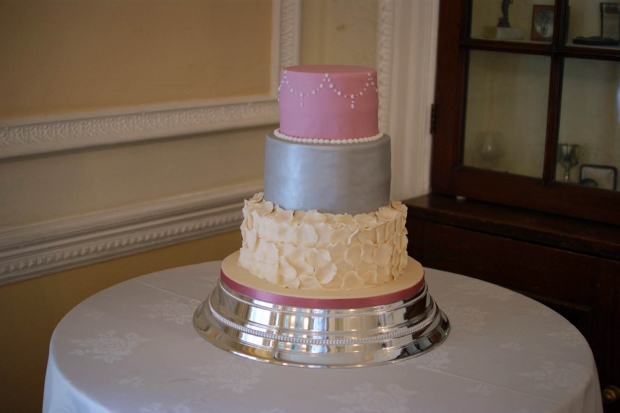 2 tier wedding cakes silver silver and pink wedding cake bakealous 10169