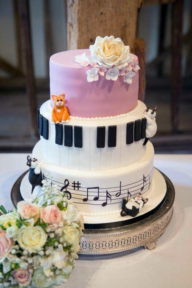 musical-and-cat-themed-wedding-cake