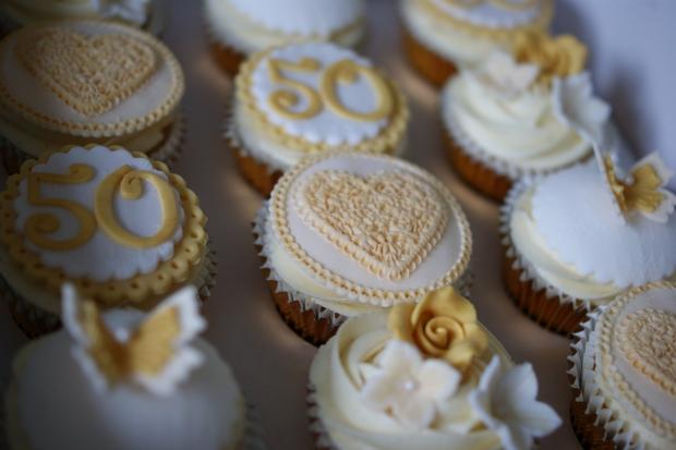50th-anniversary-cupcakes-1