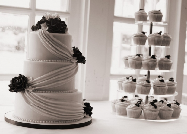 cadbury-purple-drape-wedding-cake-4-medium