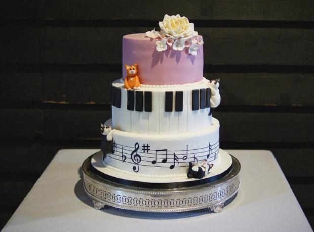 cake-and-musical-wedding-cake-2