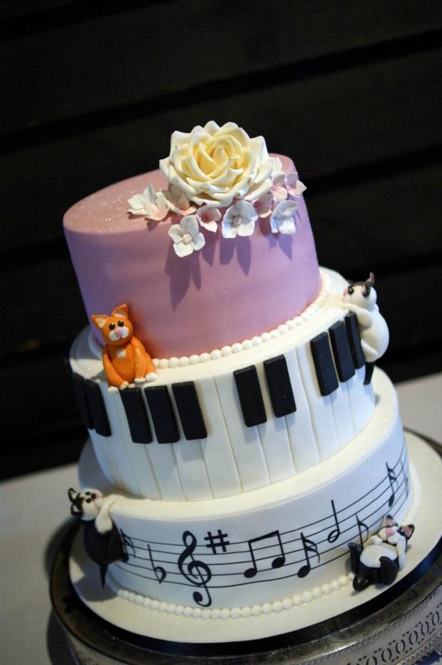 cake-and-musical-wedding-cake-3