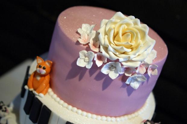 cake-and-musical-wedding-cake-4