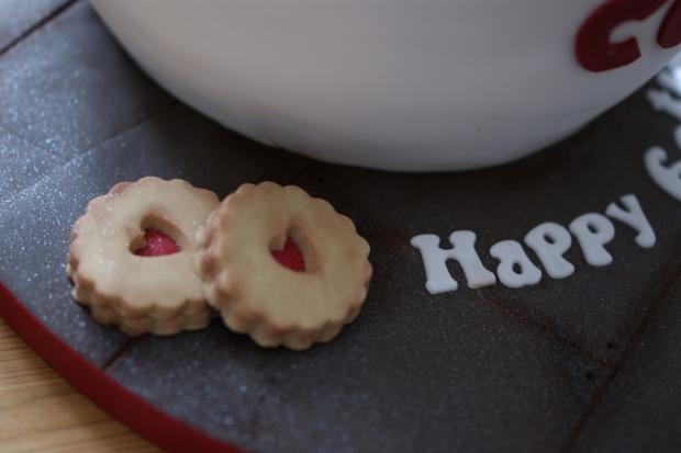 costa-mug-birthday-cake-3