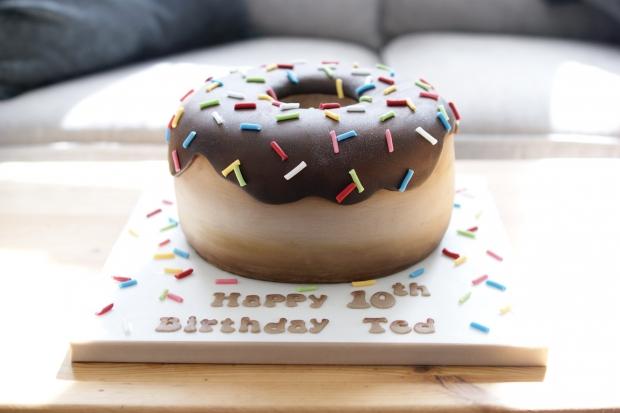 donut-10th-birthday-cake-3