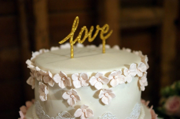 graduation-hydrangea-wedding-cake-3-medium