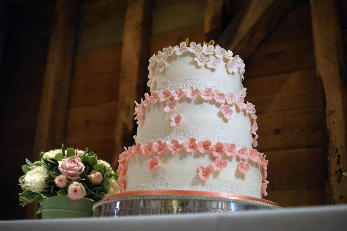 beautiful, bespoke wedding cakes hertfordshire | bakealous stevenage