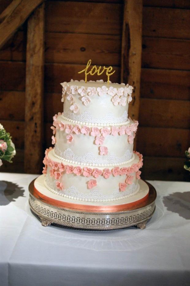 graduation-hydrangea-wedding-cake-5-medium