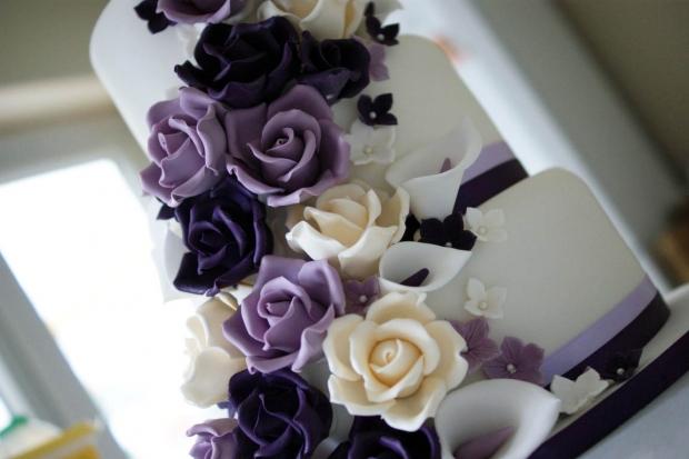 purple-rose-cascade-wedding-cake-2