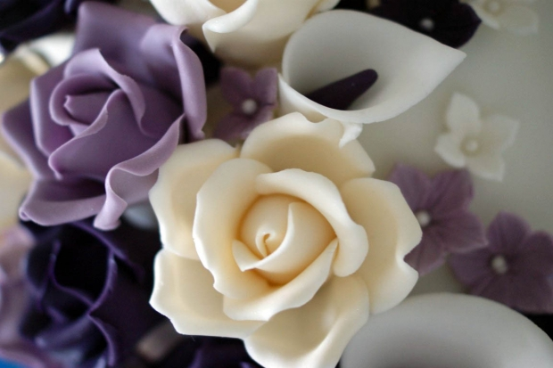 purple-rose-cascade-wedding-cake-3