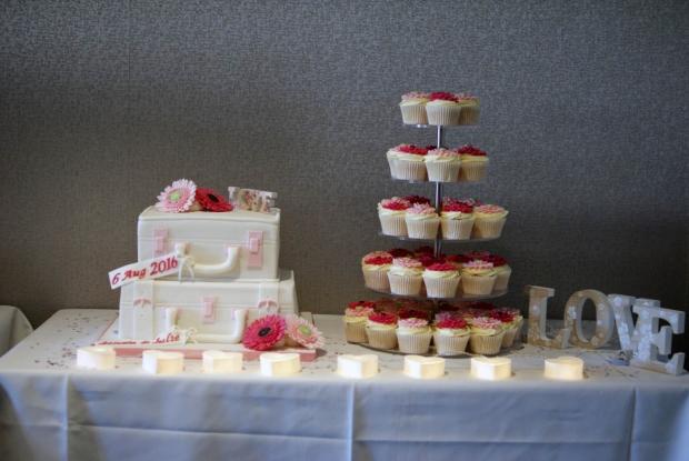 suitcase-wedding-cake-2