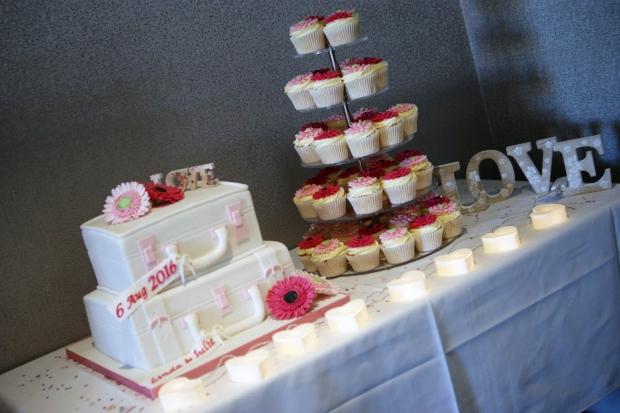 suitcase-wedding-cake-3