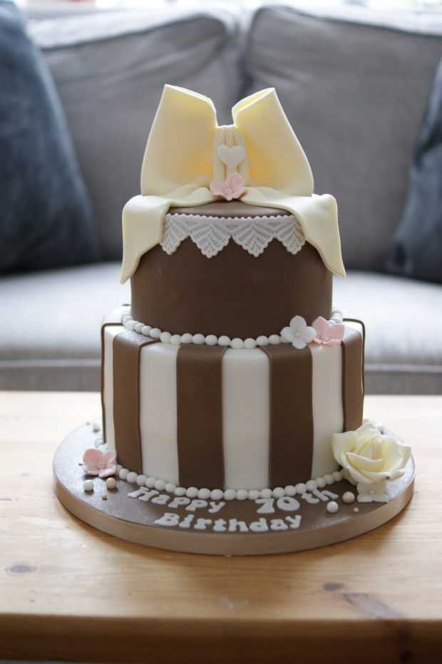 vintage-70th-birthday-cake-2
