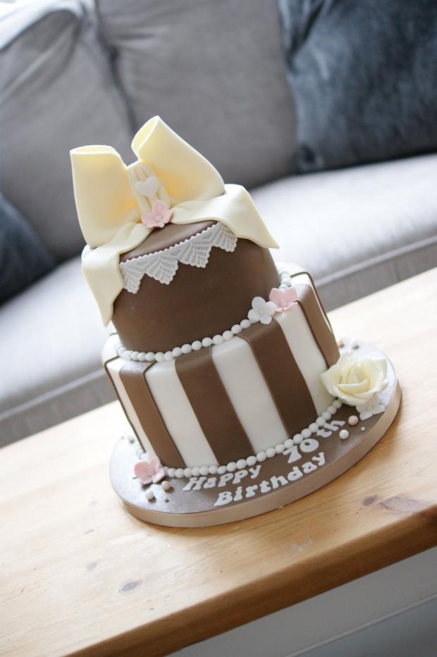 vintage-70th-birthday-cake-5
