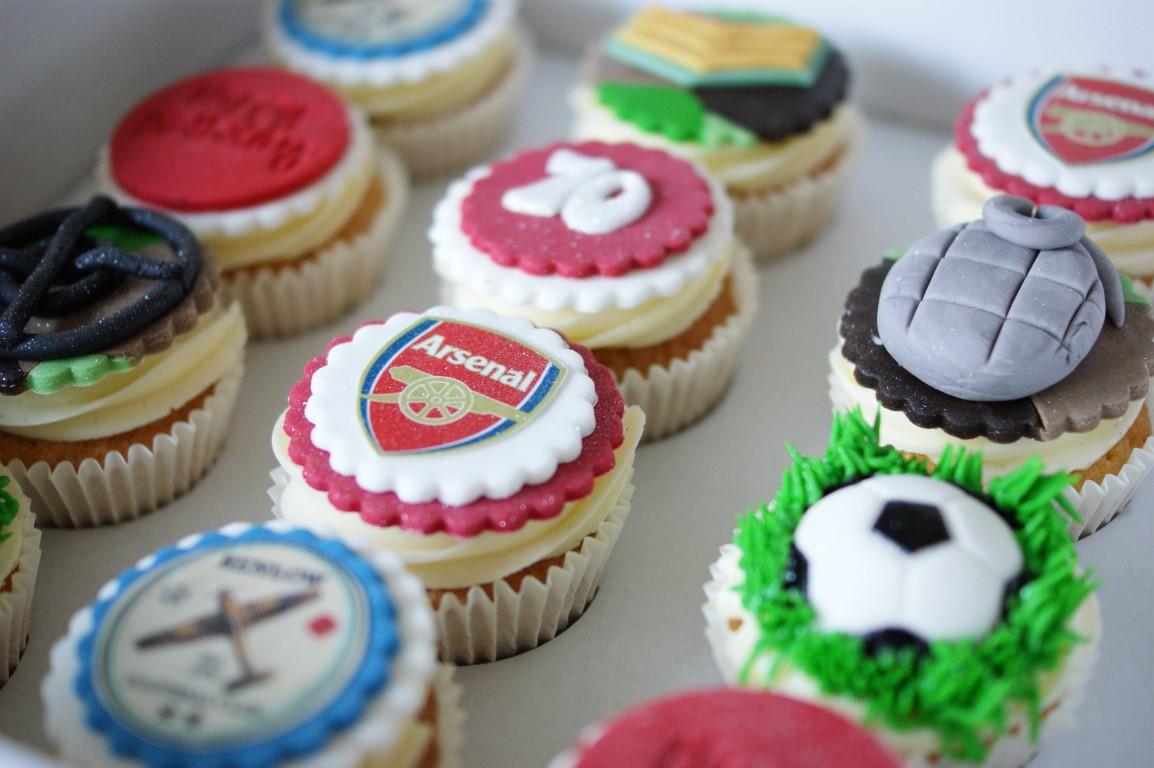 Arsenal Birthday Cake With Cupcakes