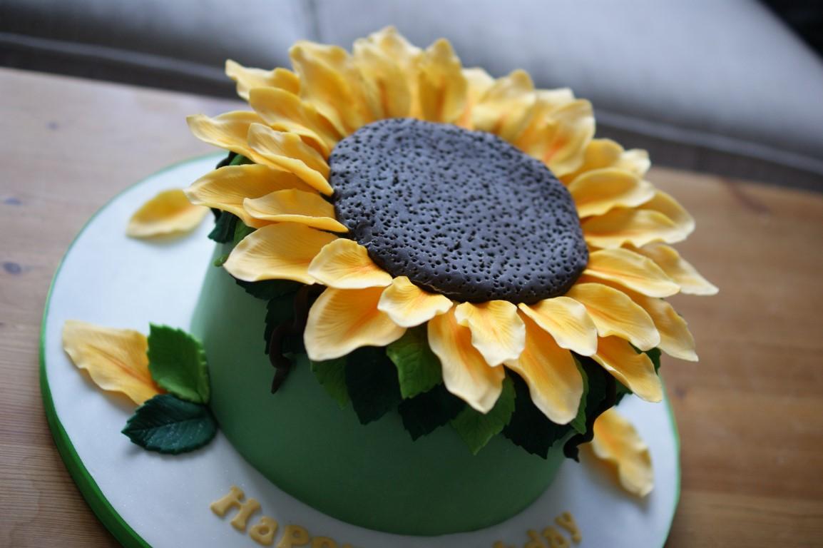 Brilliant Giant Sunflower Birthday Cake Bakealous Funny Birthday Cards Online Aboleapandamsfinfo