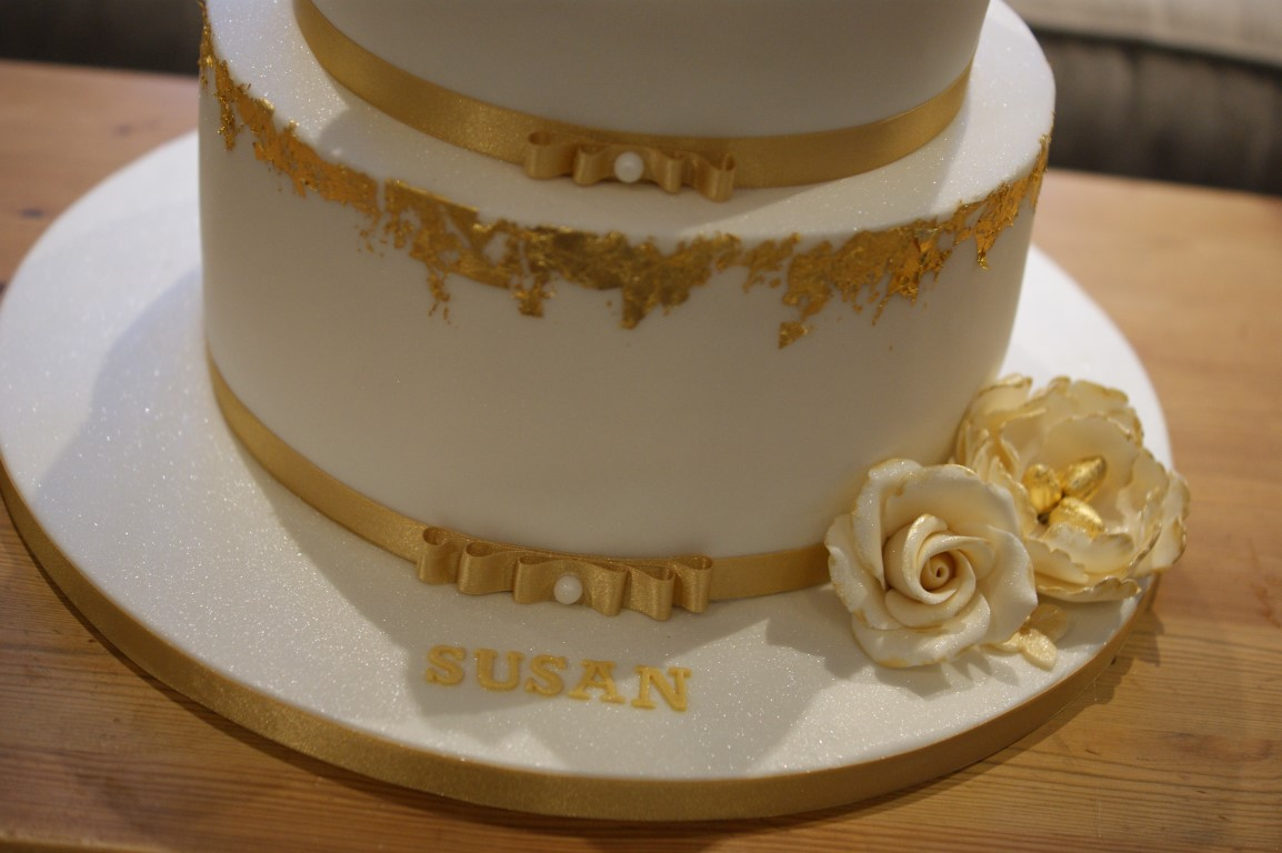 Birthday Cake Images Gold : Gold Leaf 60th Birthday Cake - Bakealous