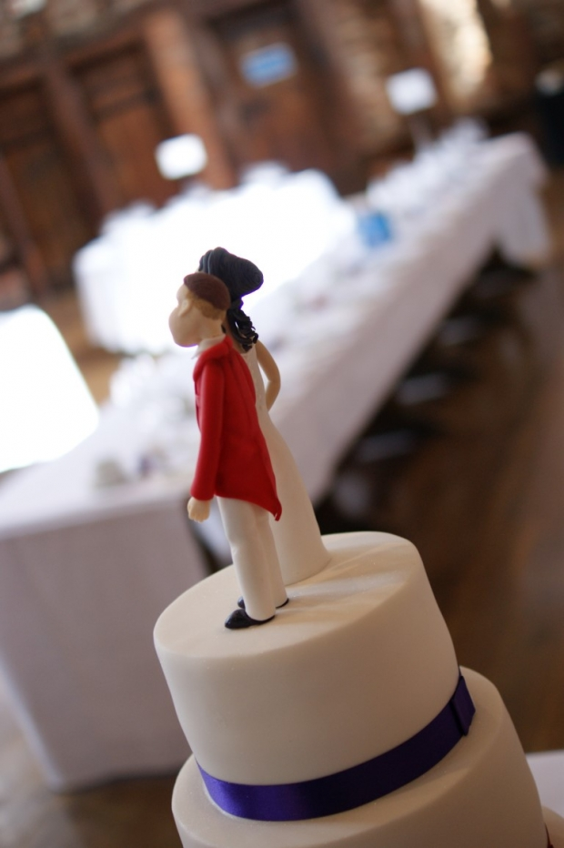 3-tier-wedding-cake-with-character-toppers (13)