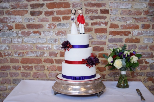 3-tier-wedding-cake-with-character-toppers (17)