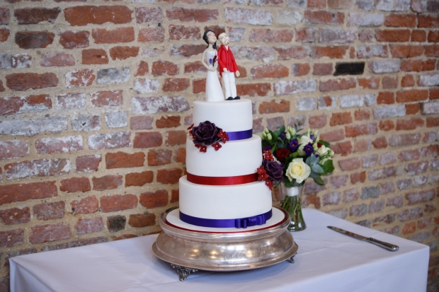 3-tier-wedding-cake-with-character-toppers (18)
