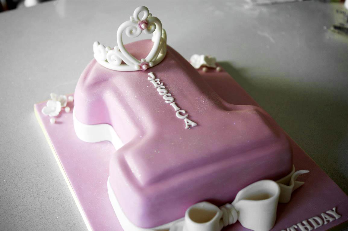 Superb 1St Birthday Princess Number 1 Cake 1 Bakealous Funny Birthday Cards Online Kookostrdamsfinfo