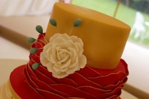 fuchsia pink wave wedding cake